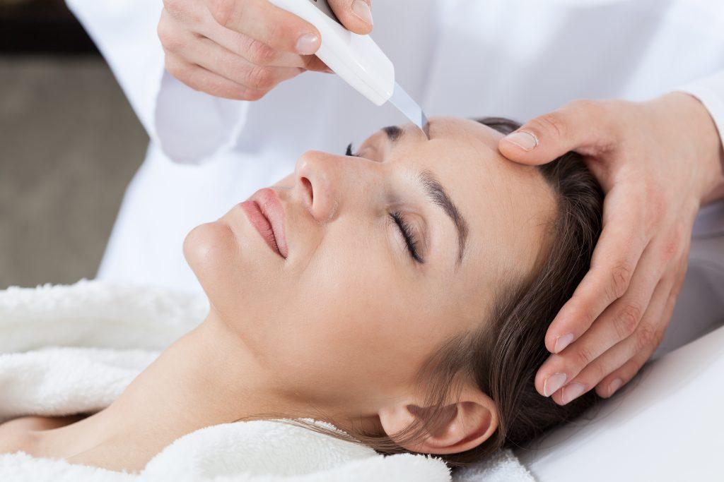 Pielęgnacja twarzy OCZYSZCZANIE 1024x683 Konsultacje oraz diagnoza cery w połączeniu z wykonaniem dowolnego zabiegu na twarz